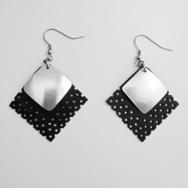 versatile earrings Bourail