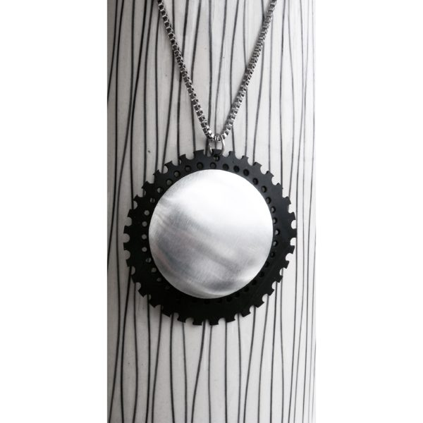 ARAMA sustainable necklace handmade in new caledonia