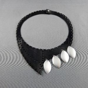 plastron necklace collier
