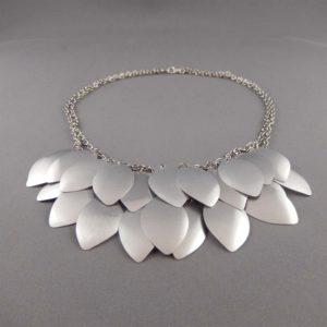 silver tiari necklace