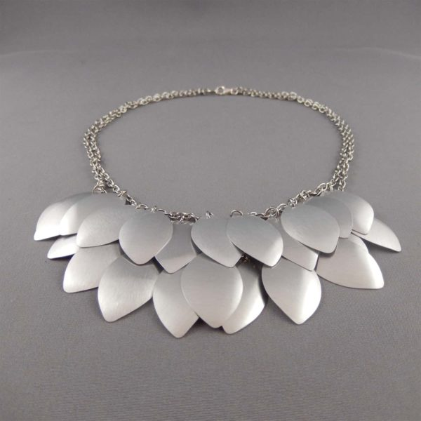 silver tiari necklace